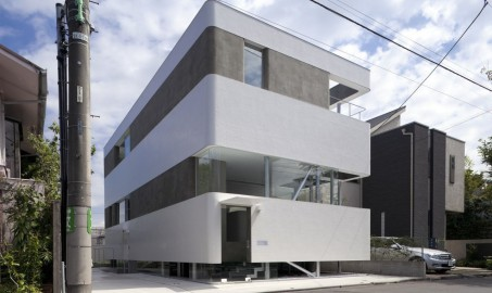 Tokyo's Plastic Moon House, the architectural aesthetics in the cracks
